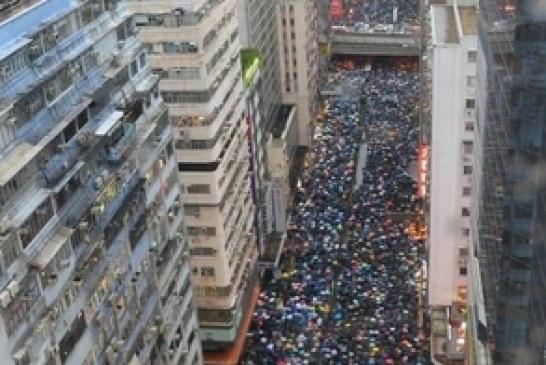 8.18 遠超過170萬風彩  港人流水式示威 (視頻)